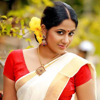 Sexy Malayalam actress Photos Navel show