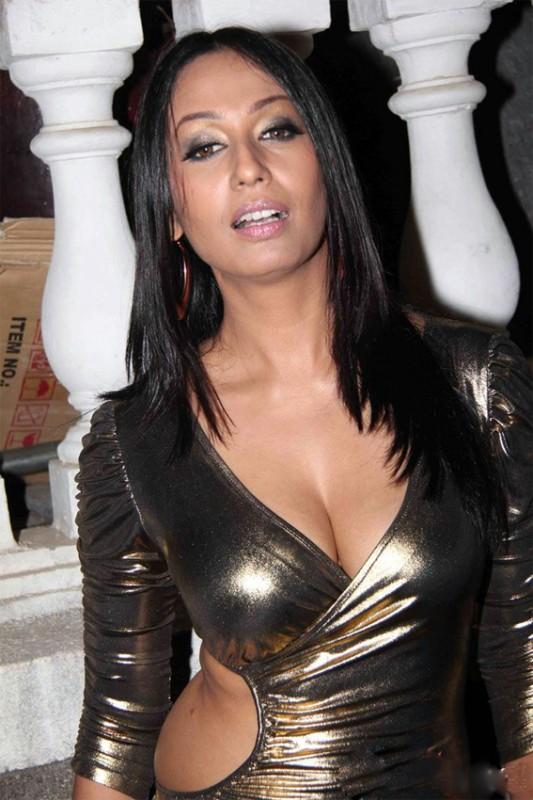 Nikita kash clean shaven pussy