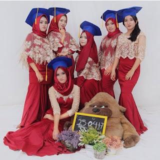 Kebaya Wisuda Mahasiswi Berjilbab