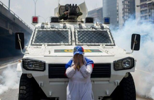 La mujer del tanque: Símbolo de la resistencia en Venezuela