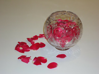 Homemade Rose Water in Hindi