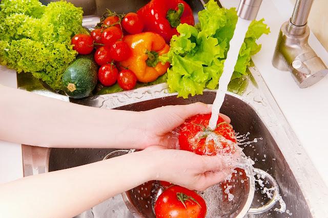 Để không bị ngộ độc thực phẩm trong mùa hè
