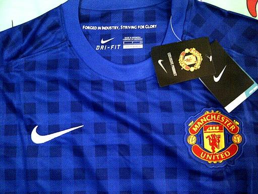 detail kain jersey MU away 2013