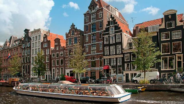 Passeios de barco pelos canais de Amsterdã