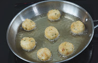Frying-Meat-balls