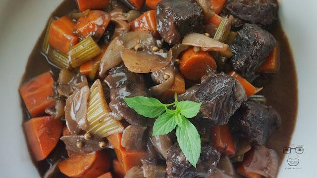 來自法國勃根地經典紅酒燉牛肉,是到讓人著迷的燉菜,快試試吧!