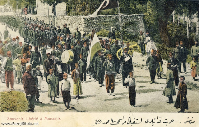 Манифестации во Битола на турската војска од Смирна со воениот оркестар. Младотурската револуција не остана незабележана во разгледниците на Аттар Фаик. Користејќи ги фотографиите на Милтон Манаки, тој издаде една мала серија од настаните во 1908 година сврзани со Младотурската револуција. На истите се прикажани четите кои влегоа во градот со развеани знамиња и плакати на кои се поддржуваа револуцијата и промените на уставот, одредени водачи кои ја започнаа револуцијата како Нијази Бег од Ресен, манифестации во градот итн.
