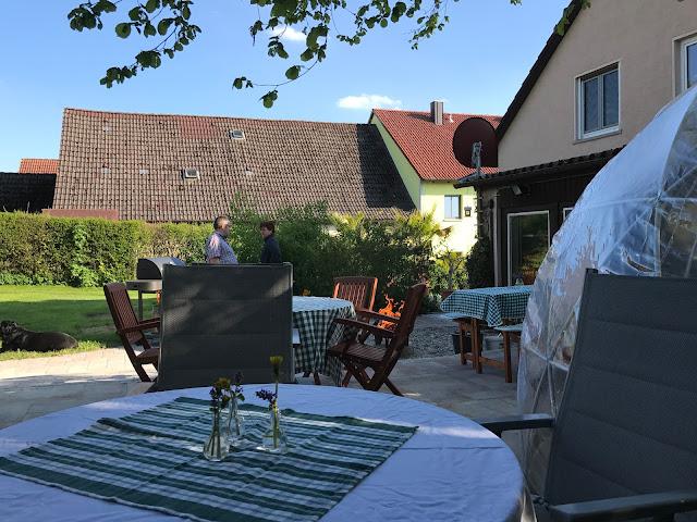 Blick von der Terrasse in den Garten  (c) by Joachim Wenk