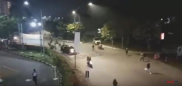 Video Bentrok Ormas di Bintaro Plaza Disebut FBR Vs Brimob, Orang Berlarian