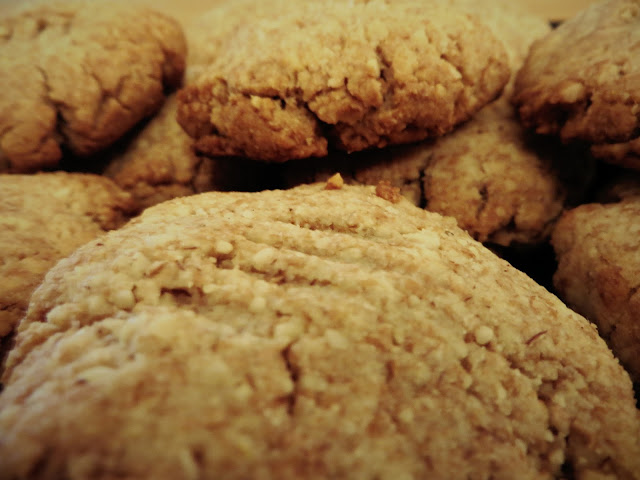 http://www.thecapitalf.com/2015/08/vanilla-almond-butter-cookies.html