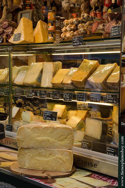 Mercado Bolzano quesos Italia Dolomitas viaje