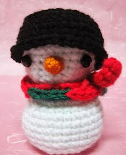 http://translate.googleusercontent.com/translate_c?depth=1&hl=es&rurl=translate.google.es&sl=en&tl=es&u=http://sweetncutecreations.tumblr.com/post/13451096309/snowman-amigurumi-3-since-christmas-is-coming&usg=ALkJrhhy4FmZM8zPYpe83oo0zIXowbSiTA