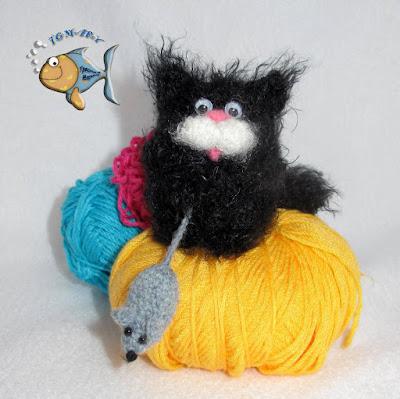 Вязаные игрушки кот и мышка