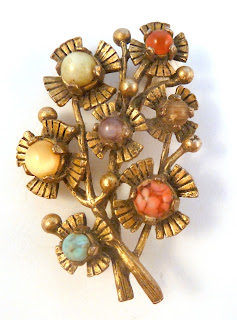 http://www.kcavintagegems.uk/vintage-large-miracle-floral-design-mock-gemstone-brooch-5792-p.asp