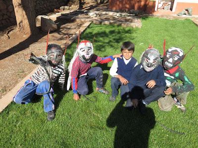 gestern feierten wir Frühlingsanfang und Tag des Schülers ... dazu besuchten mich einige Teufelchen von der Grundschule