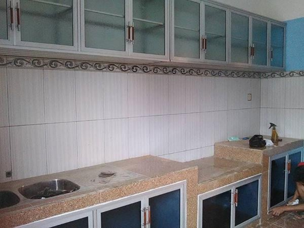 kitchen set dengan keramik 3
