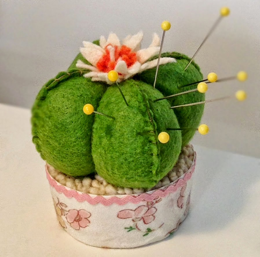 http://theartbug.blogspot.sg/2014/03/cactus-pincushion-diy.html