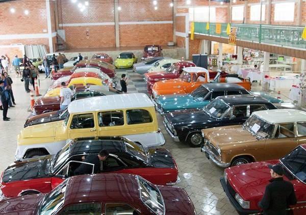 Encontro de carros antigos em Canoinhas 2017