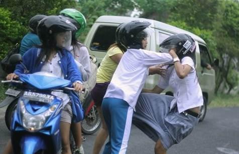 http://www.asalasah.com/2016/02/5-budaya-memalukan-orang-indonesia.html