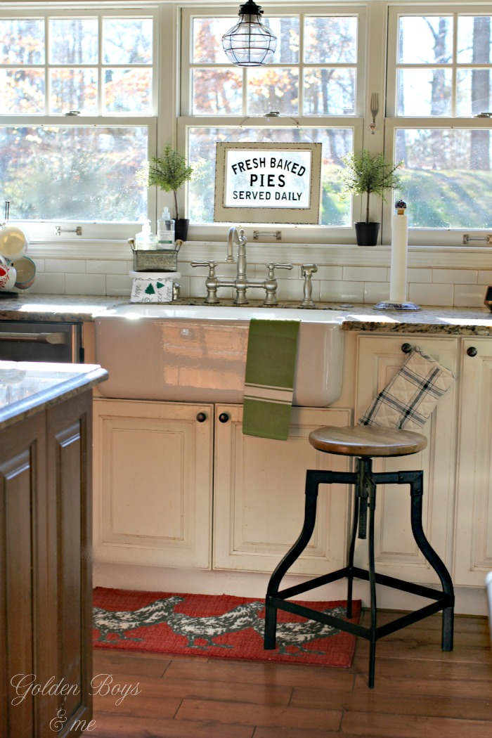 DIY farmhouse style sink - Rohl Shaw's Farm Sink - www.goldenboysandme.com