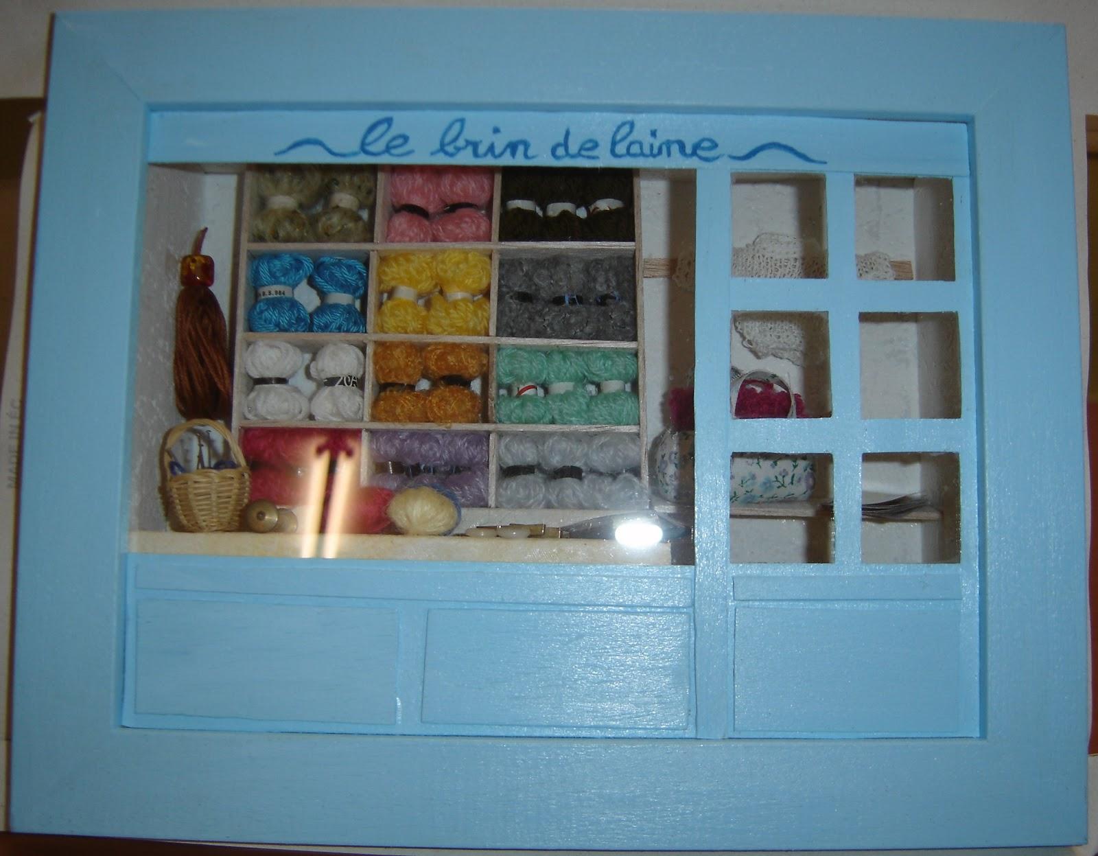 longchamp bricole d 39 autres vitrines miniatures. Black Bedroom Furniture Sets. Home Design Ideas