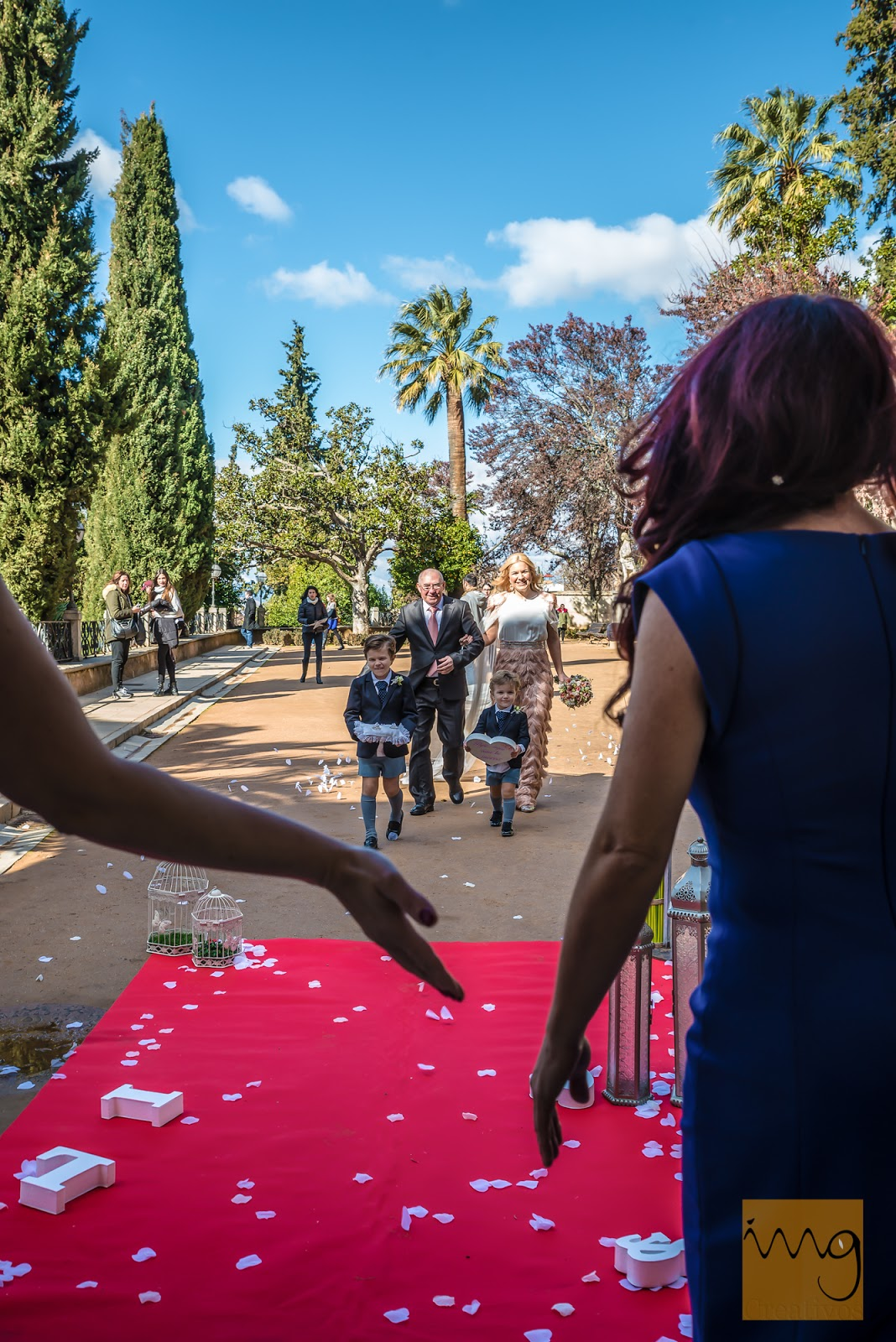 Fotografía de boda. Recibimiento a la novia.