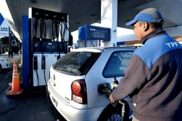 Abril llega con nuevos golpes al bolsillo: Aumentan la nafta y el gas