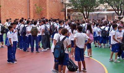 Pais de alunos exigem que escola pare de promover ideologia de gênero, em Minas Gerais