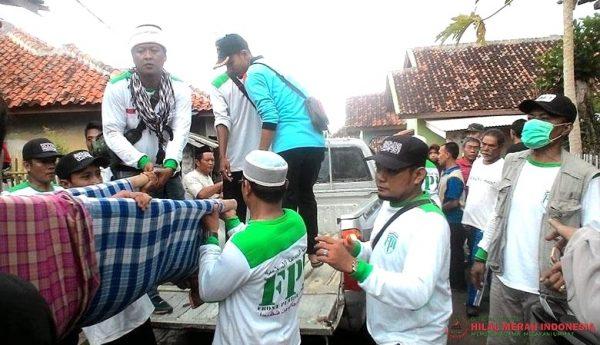 Aksi Laskar FPI Bantu Korban Tsunami Anyer Dicibir, Begini Jawaban Telak Netizen
