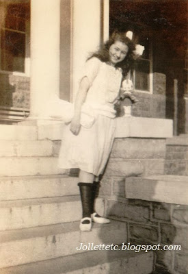 Unknown girl Harrisonburg, VA in album of Violetta Davis Ryan 1920