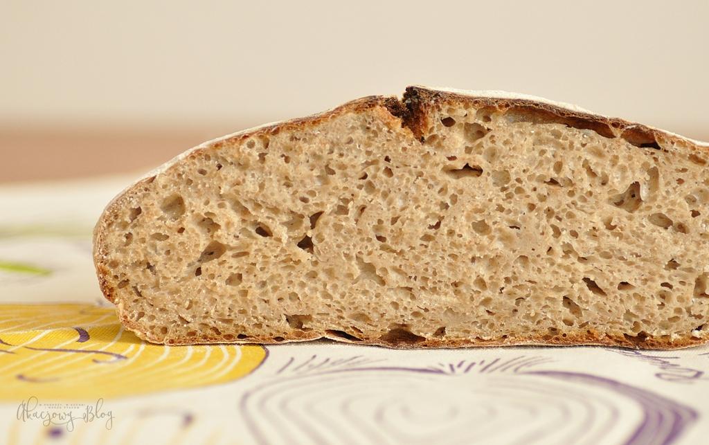 Chleb wiejski, całonocny na zakwasie w Kwietniowej Piekarni.
