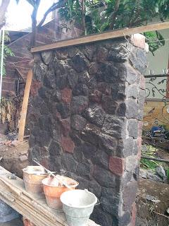 Tembok pagar batu kewal memberi kesan kokoh
