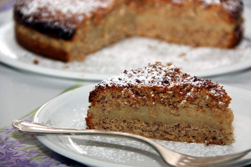 Mandelkrokant-Kuchen Mit Vanillefüllung