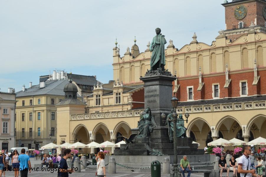 Statuia poetului Adam Mickiewicz din Cracovia