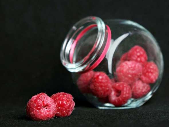 - малина плоды - 100 г; - вода - 1 литр; - мед - по вкусу;