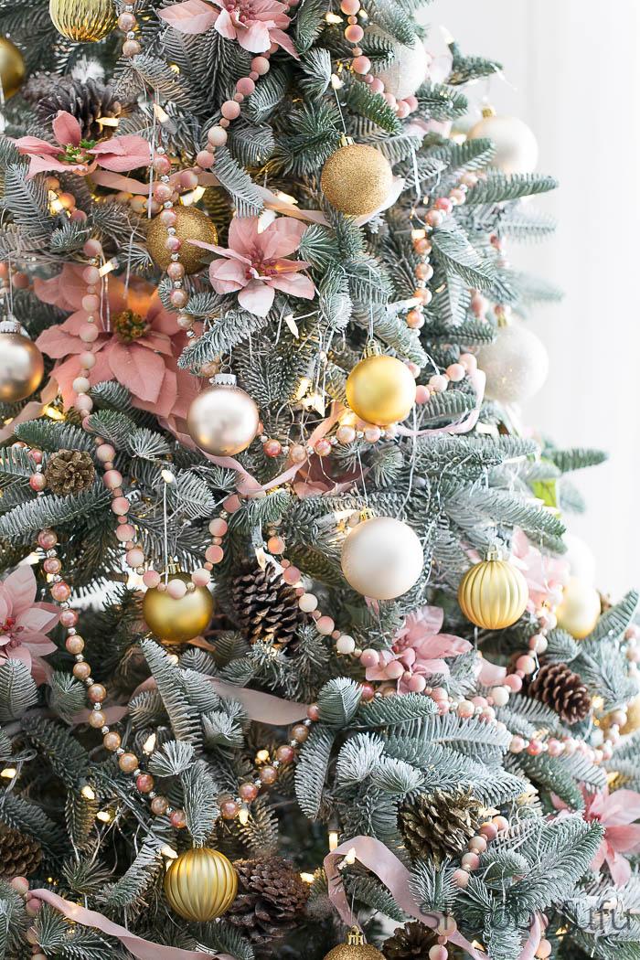 pink-christmas-tree-trimmings
