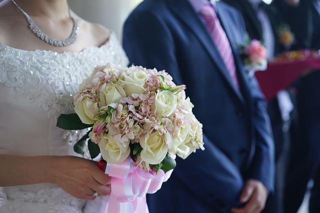 bó hoa cưới cô dâu