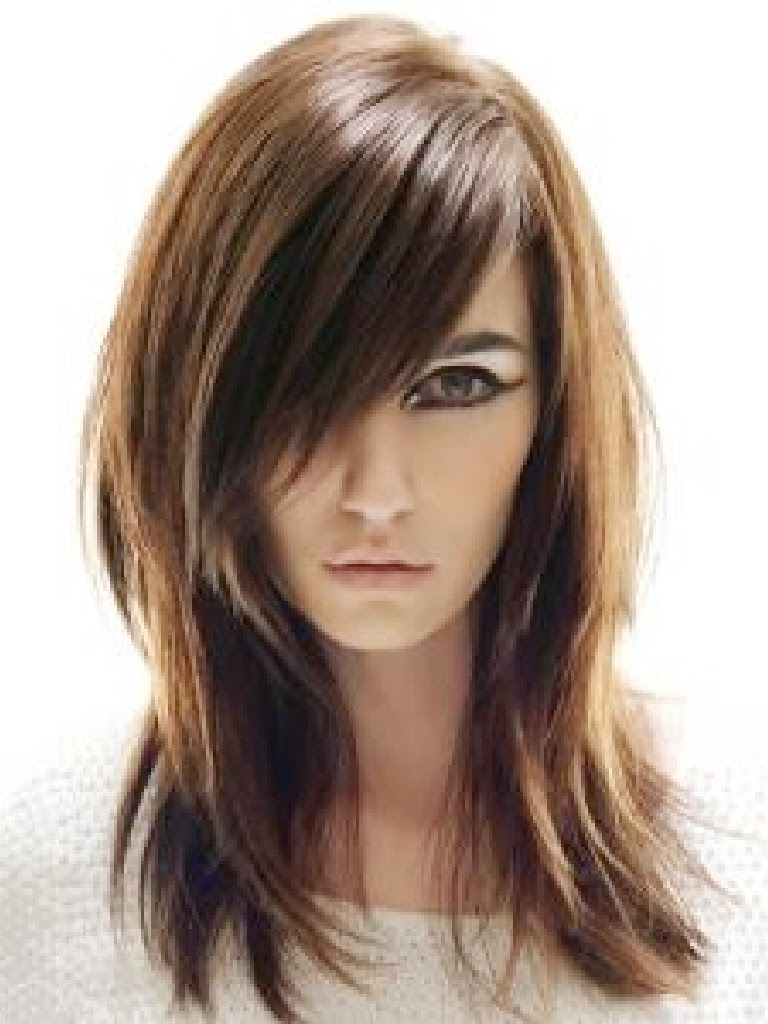 corte pelo largo pelo liso castaño con flequillo