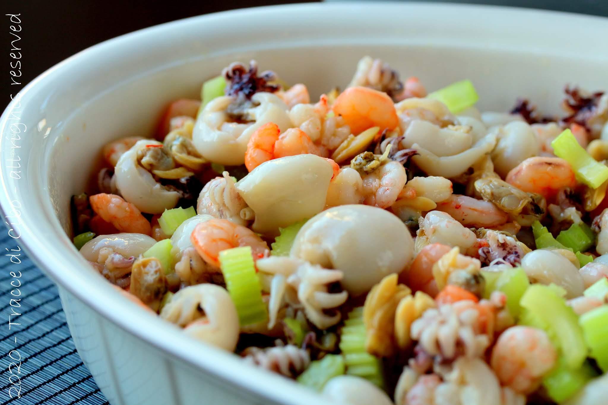 insalata di mare, seppie, gamberi, vongole