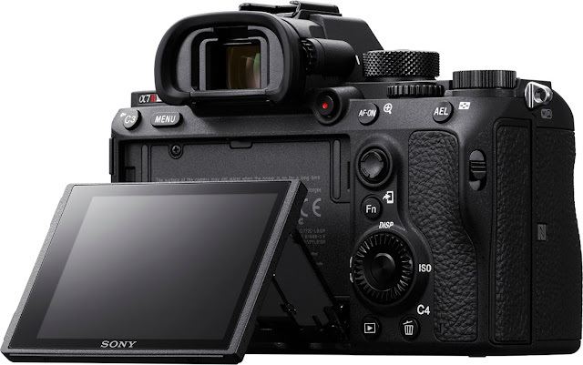 The new Sony a7R III tilting rear lcd touchscreen