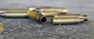 Disparan contra dos hombres en restaurante de hamburguesas en Michoacán.