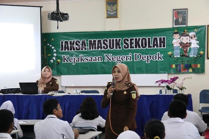 Siswa SMPN 04 Depok Dibekali Pendidikan Hukum dari Kejari