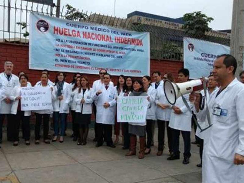Huelgas de maestros y médicos peruanos en callejón sin salida