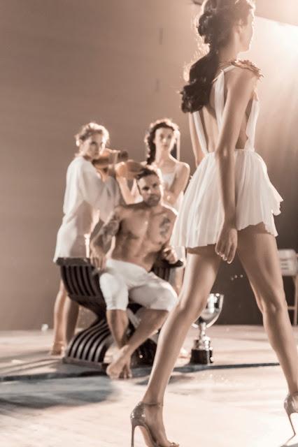 Modella pubblicità Olympea Olympia profumo Paco Rabanne