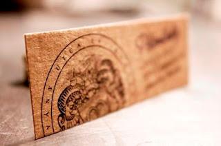 hosszúkás formájú névjegykártya