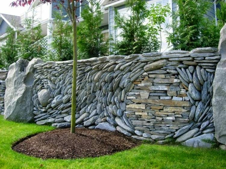 Decorative garden fence panels and walls with natural stone for Garden fence decorations