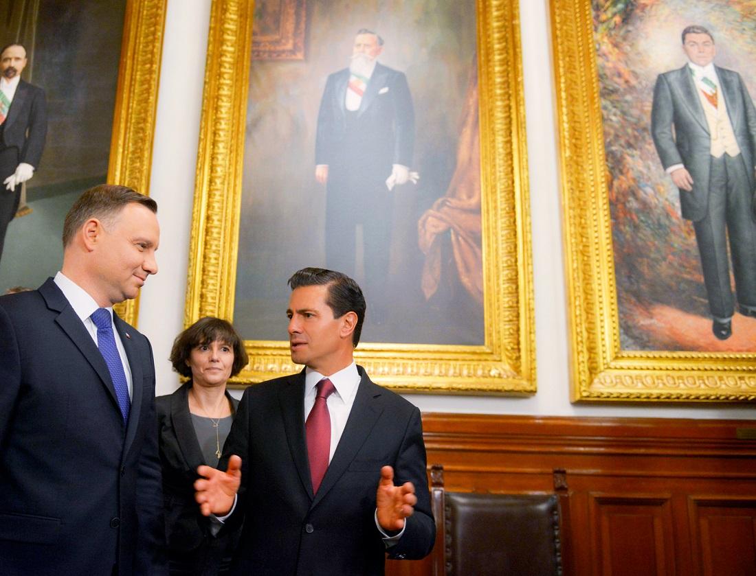 Peña Nieto recibe en Palacio Nacional al presidente de Polonia