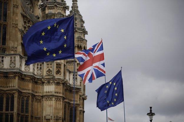 Σε νευρική κρίση οι Βρυξέλλες με τα «τερτίπια» των Βρετανών