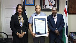 Comunicadores Reconocen Director Regional Oeste P.N Por su labor a favor de la Ciudadanía.
