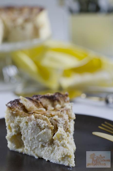 corte de la tarta de manzana y queso